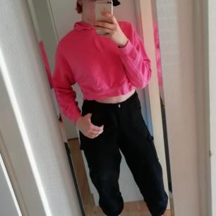 Rosa croptop hoodie. Inte särskilt använd.