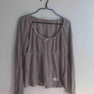 Söt tröja från Odd Molly i storlek 0 ✨ Finns i Göteborg kan tas med till Kungsbacka samt kan skickas men då står köparen för frakt.