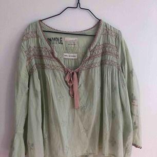 Fin blus från Odd Molly i storlek 1 🌿 Finns i Göteborg kan tas med till Kungsbacka med eller skickas men då står köparen för frakt.