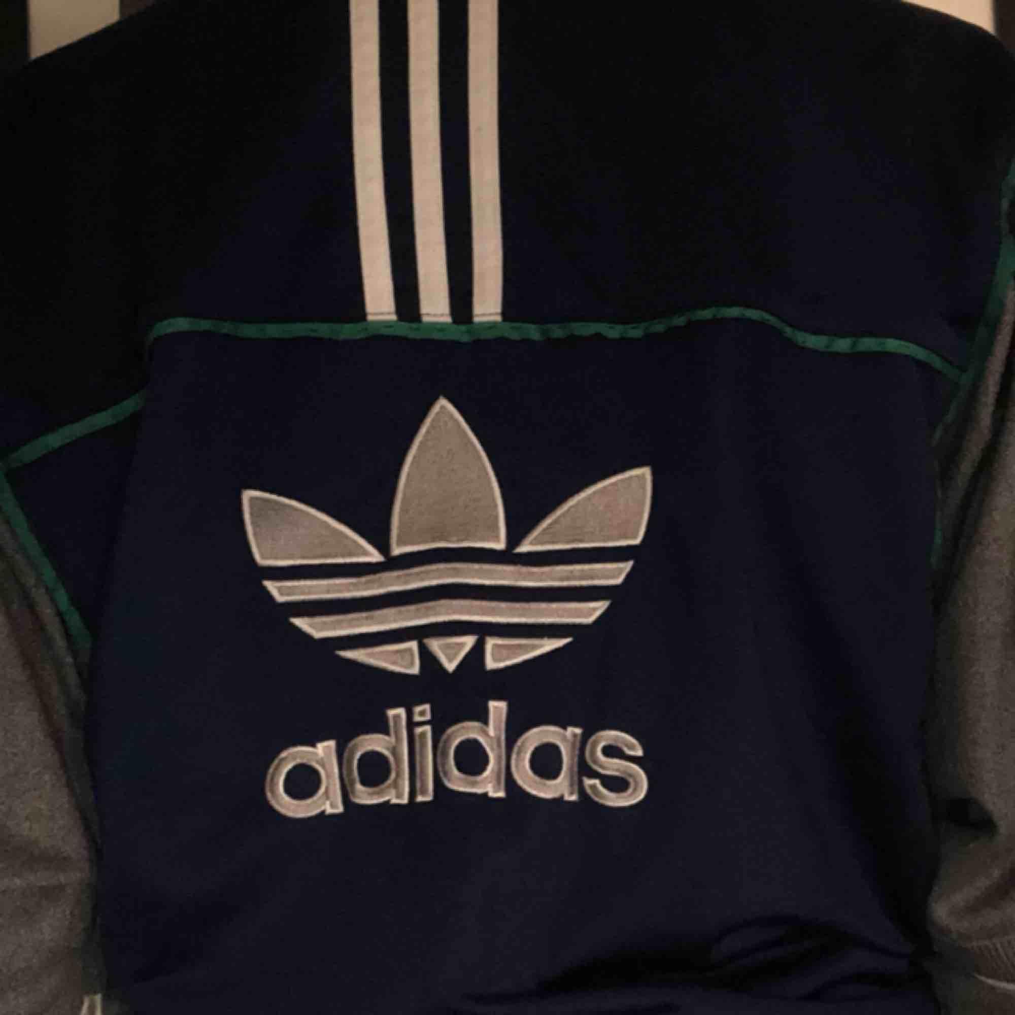 Skitsnygg vintage jacka från adidas 🥰🥰🥰🥰. Jackor.