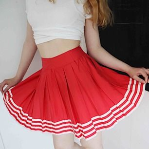 """cute red and white strip """"school girl"""" skirt. although it is a S, it has been sewn in at the wait 🛒 kan möttas i Helsingborg. Frakt är inte säkert."""