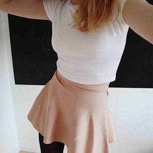 jätte söt puderrosa kjol från BikBok. nästan oanvänd! 🛒 kan möttas i Helsingborg. Frakt är inte säkert.