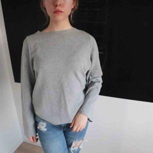 grey soft sweater with long sleeves 🛒 kan möttas i Helsingborg. Frakt är inte säkert.