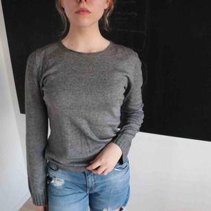 dark grey long-sleeved 🛒 kan möttas i Helsingborg. Frakt är inte säkert.