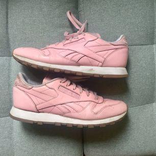 Rosa gympaskor från Reebok! Otroligt sköna och snygga!   Tar endast swish! Köparen betalar frakt på 80kr!