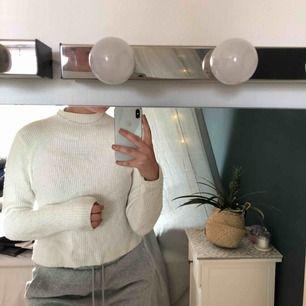 Jättemysig stickad vit tröja med hög krage från bikbok🐑🌸💗 100+ frakt