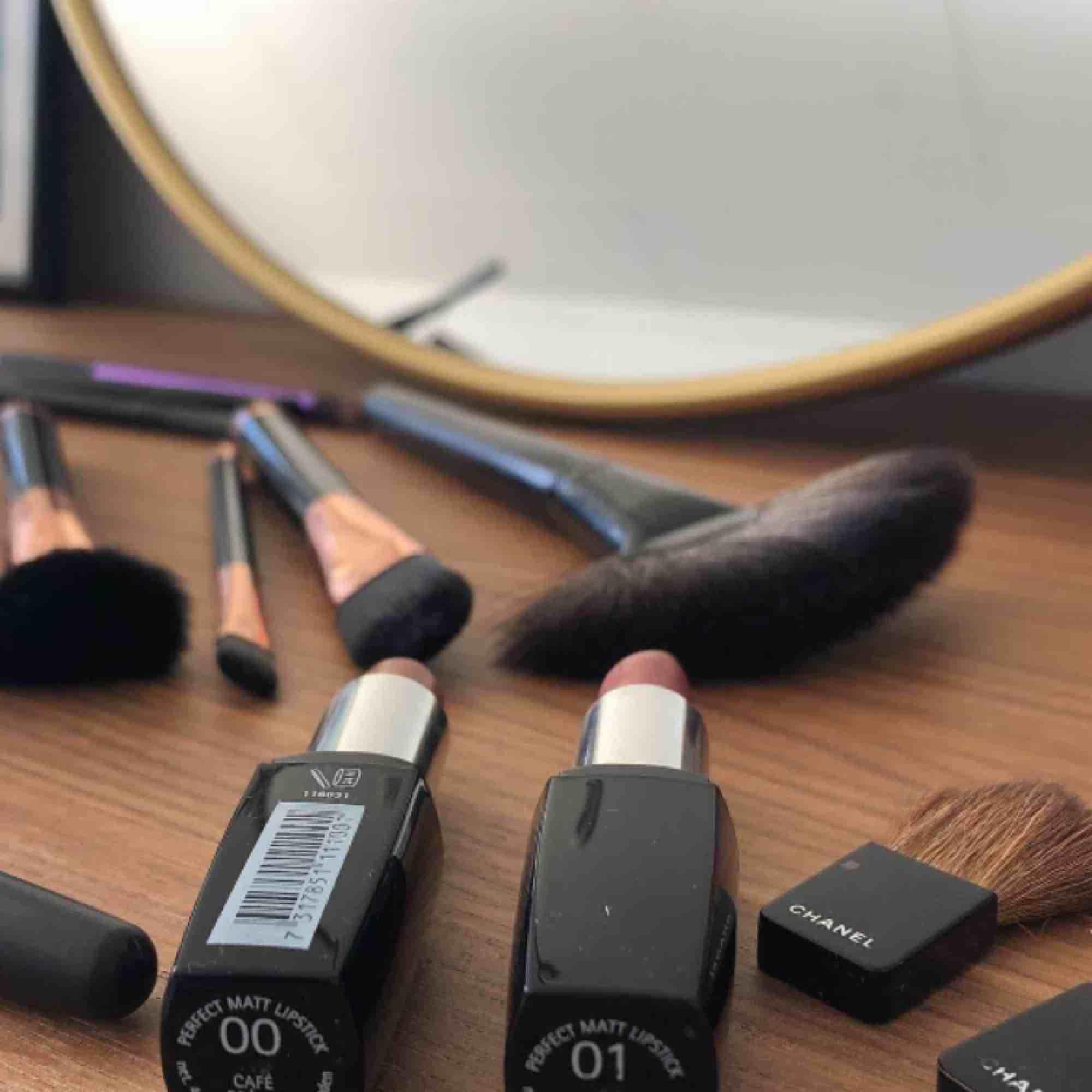 Borstar: 50-60kr/st eller paketpris 🌞 Borstar i nyskick eller jättebra skick, knappt använda. Läppstiften är endast testade, 30:- st. . Accessoarer.