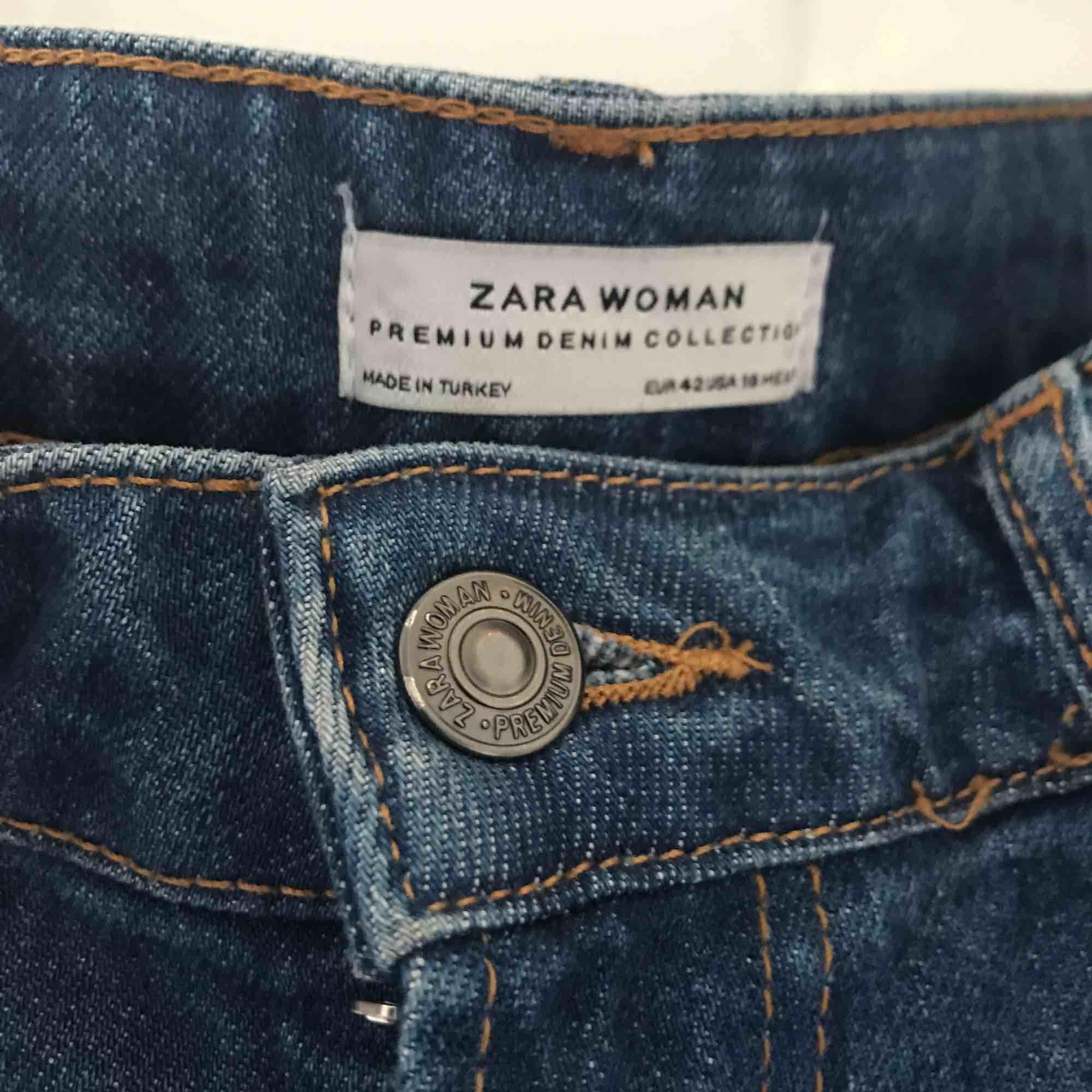 Nice mom-jeans från Zara.. Jeans & Byxor.