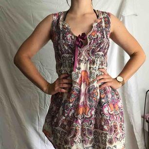 Superfin klänning från Odd Molly, sparsamt använd, gott skick. Nypris:1500 kr säljer nu för 300 inklusive frakt.