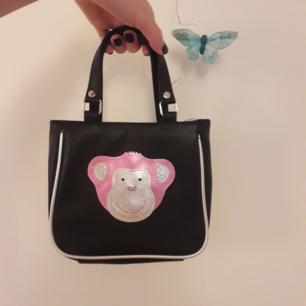 ☆Oerhört söt LITEN väska☆Kanske till en själv eller en present till ngn mindre♡ Lägg till 40:- för frakt!