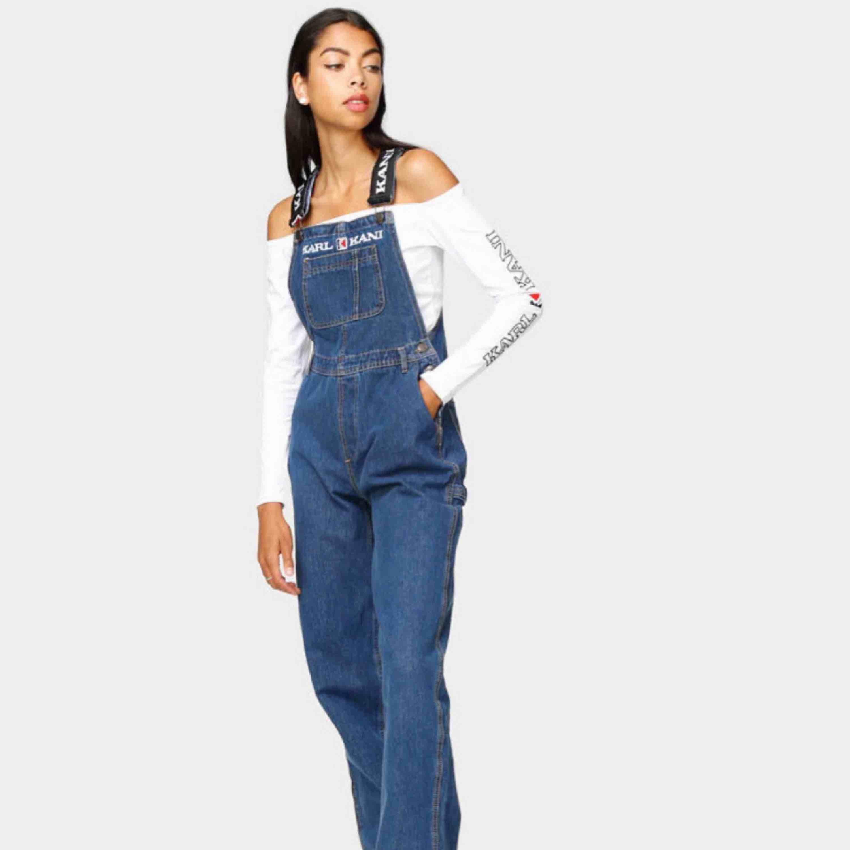 Säljer vidare dessa eftersom de inte passade! (Förra säljarens bilder) Ursprungligen köpta på Carlings för 750kr, slutsålda överallt!! Använda av förra ägaren 2 ggr, mkt bra skick! Väldigt oversize S/M. 290kr INKLUSIVE FRAKT! (Frakt 90kr) 🌟. Jeans & Byxor.
