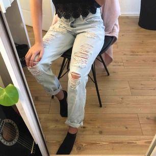 Skit coola boyfriend jeans från hm som tyvärr inte kommit till någon användning. Köpare står för frakt🥰
