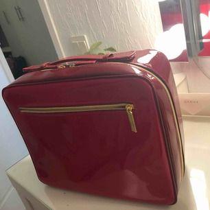 Jätte fin smink väska/necessär från Estee Lauder. Limited edition så säljs inte längre. Frakt tillkommer🥰