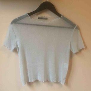 Se ut som en älva! Köp denna transparenta lilla sak, perfekt under ett linne/klänning eller bara som den är🧚♂️