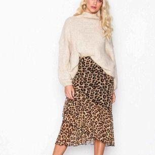 Skitsnygg leopard kjol i från Nelly.com, använd ett fåtal gånger. Nypris 299kr mitt pris 200kr.