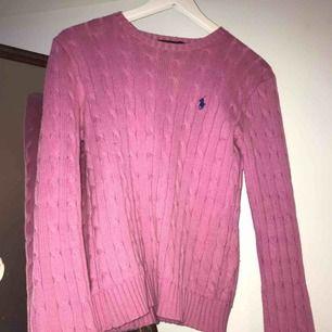 Super cool rosa färg på tröjan!  Sitter väldigt snyggt på, storlek S.