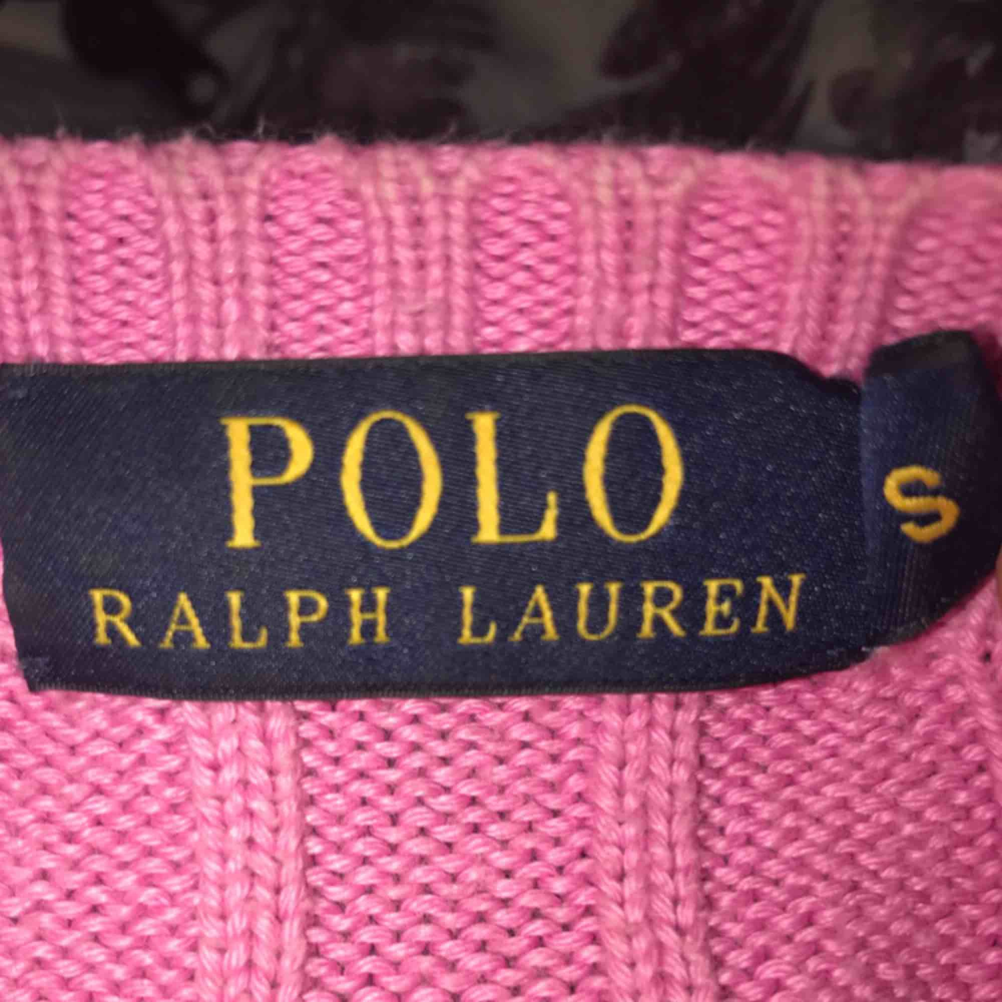 Super cool rosa färg på tröjan!  Sitter väldigt snyggt på, storlek S.. Tröjor & Koftor.
