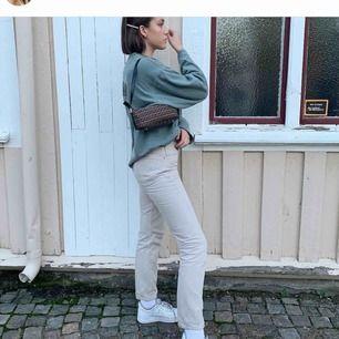 Beiga jeans ifrån Levi's, raka i benen! Skickar fler bilder vid förfrågan