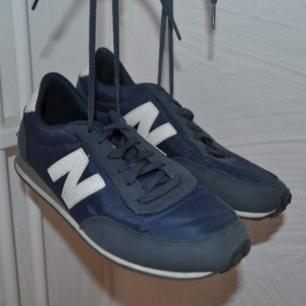 Mörkblåa sneakers från New Balance, storlek 37,5. Fint skick!