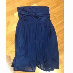 Blå fin klänning från Jeane Blush. Mycket sparsamt använd.