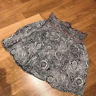 Fin kjol från NLY trend. Mycket sparsamt använd.