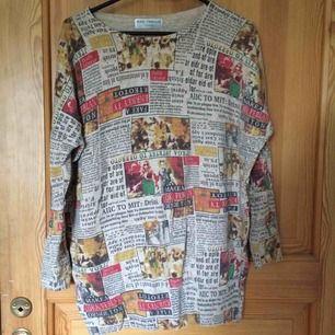 En tröja med tidningstryck köpt från Camden Market i London. Sparsamt använd. Det står ingen storlek men passar M och L, även S om man vill ha oversize. Kan mötas upp i Uppsala eller frakta om köparen betalar :))