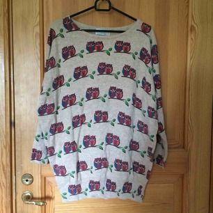 En tröja med ugglor. Köpt på Camden Market i London. Sparsamt använd och i gott skick. Kan mötas upp Uppsala eller frakta om köparen betalar :))