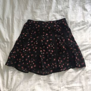 Super fin blommig kjol från gina tricot!! Perfekt inför sommaren