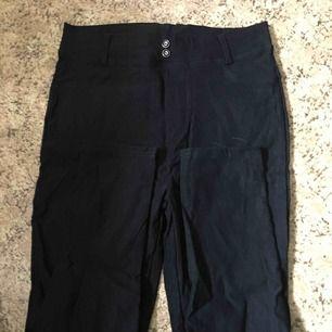 Helt oanvända push up byxor. Minns inte märket då lappen är bortklippt. 95kr + frakt