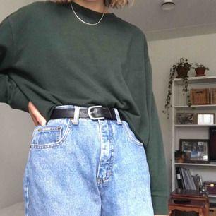 Mörkgrön avklippt tröja från Weekday
