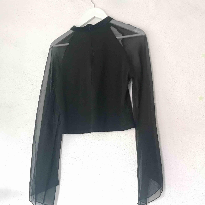 Coolt gothic linne köpt på Tradera. Står storlek XL men tyget är stretch så passar de flesta storlekar. Säljer pga aldrig använder. Frakt tillkommer 🌹. Toppar.