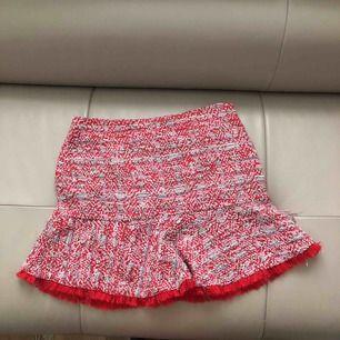 Röd tweed kjol, stl M men passar S-M,