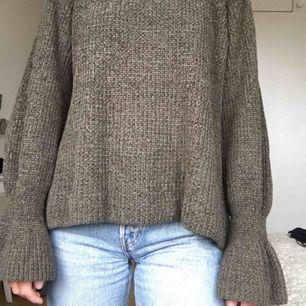 Jättefin grön/stickad tröja från Gina Tricot. Använt ett fåtal gånger. 79kr frakt eller upphämtning !