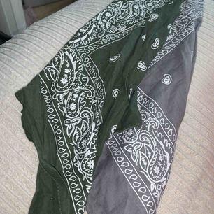 20kr styck bandana i färgen grå o grön