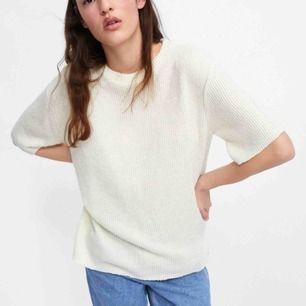 Säljer mina båda stickade t-shirts från Zara. Oversized och mjukt material. 70 för 1, båda för 140kr. Helt nya. Endast Swish och 25 frakt.