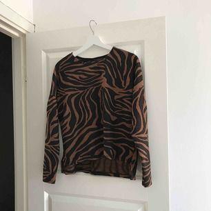 Aldrig använd tröja, tillhör ett set med liknande byxor.   Kan fraktas 🌸