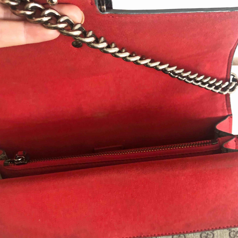 Gucci Dionysus AAA, äkta mocka, äkta läder. Mycket bra kvalité med säkert lås. Pris går att diskutera. Väskor.