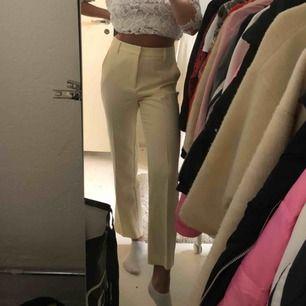 Aldrig använda kostymbyxor i kortare modell, är 1.62 cm