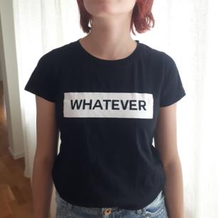En svart t-shirt med tryck från gina tricot. Kan möta upp i Uppsala men annars står köparen för fraktkostnaden.