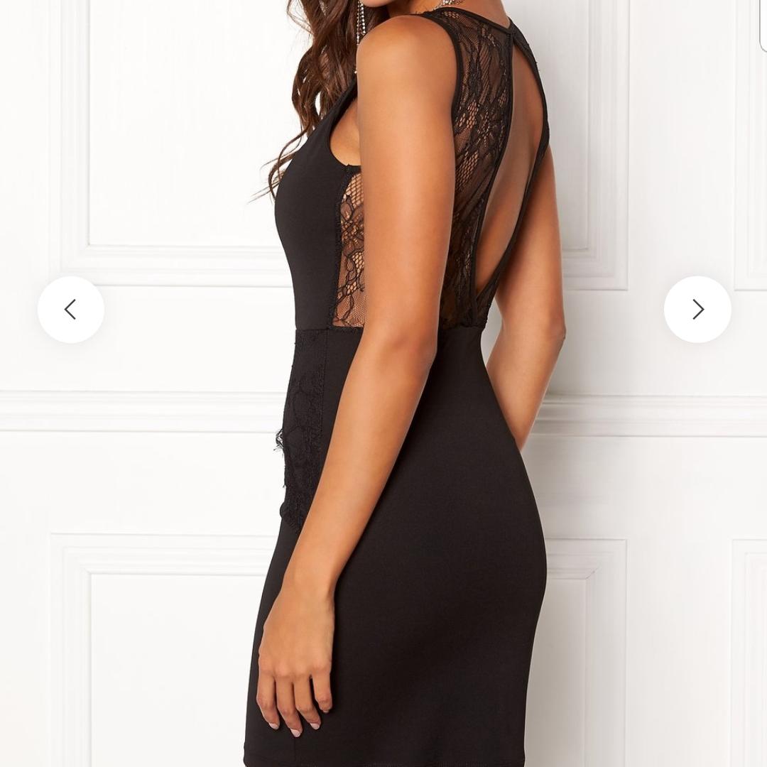 Ny klänning storlek M. Inköpt på bubbleroom. Köparen står för ev frakt.. Klänningar.