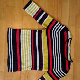 Färgglad och skön tröja från Zara. Trekvarts i ärmen