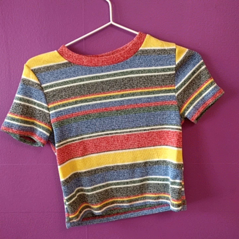 Tröja från Zara, är lite kortare men inte riktigt en magtröja. Super skönt materiel!!. T-shirts.
