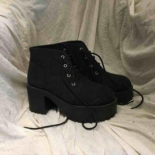 Chunky heels, använda 1 gång. Köpta på hm Frakt tillkommer
