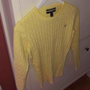 Superfin ljusgul tröja från Gant. Använt väldigt få gånger så är i bra skick. Storlek S