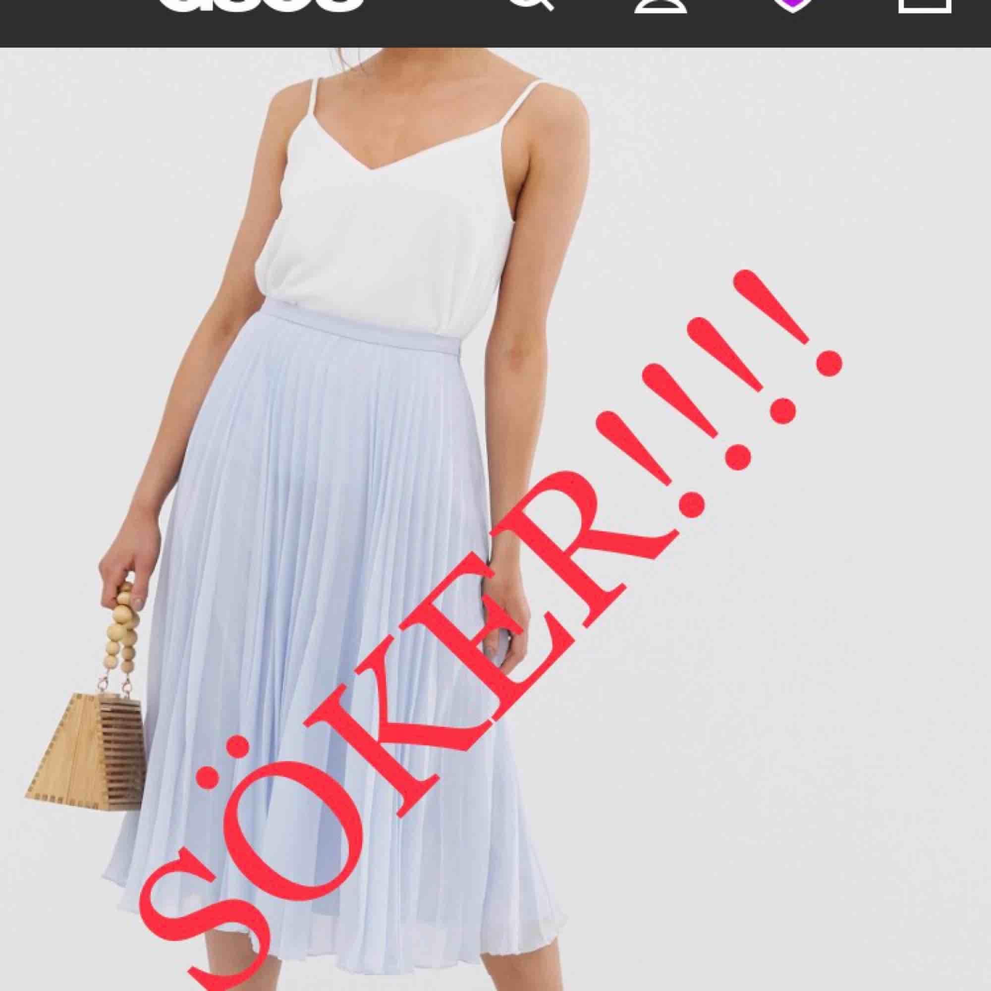 HALLÅ!!!! ‼️SÖKER FANATISKT‼️ Slut på typ alla hemsidor, har du en baby blå plisserad kjol i storleken small CALL ME‼️ . Kjolar.