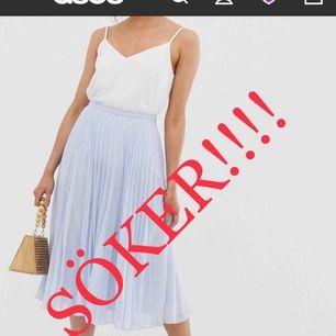 HALLÅ!!!! ‼️SÖKER FANATISKT‼️ Slut på typ alla hemsidor, har du en baby blå plisserad kjol i storleken small CALL ME‼️
