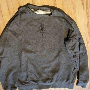 Säljer min Vailent hoodie från Carlings. Inköpt förra året. Knappt använd. Nypris 799:-