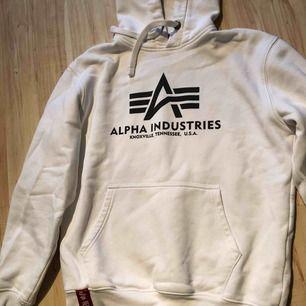 Säljer min Alpha Industries tröja. Nypris 700.