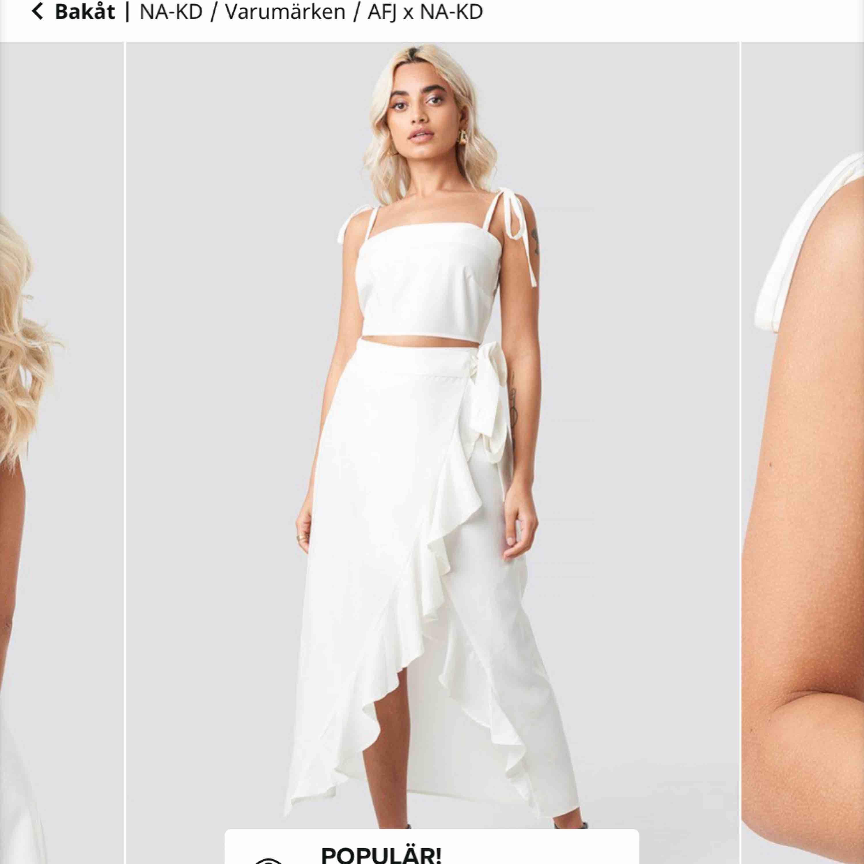 Säljer detta somriga set från AFJ kollektion med nakd. Aldrig använt pga för liten storlek. Överdelen är i 34 och kjolen är i 36🌸. Kjolar.