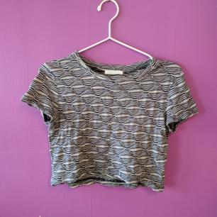 Kortare tröja från Zara, passar nog allt från xxs till S beroende på hur kort man vill ha den :))  Möts upp i Stockholm annars tillkommer frakt!